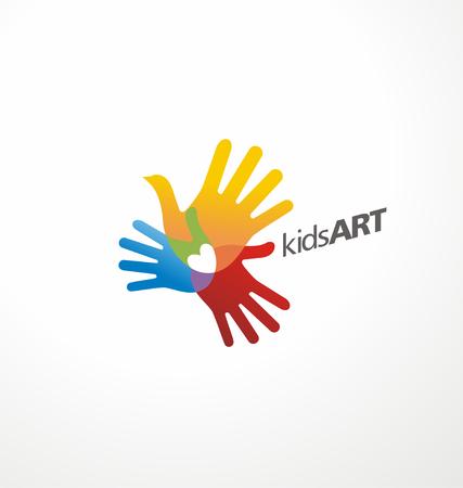 La forma del pájaro hecha de impresiones de la mano de los niños