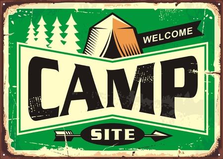 Sinal de boas-vindas de local de acampamento com floresta de pinheiros e gráfico de barraca sobre fundo verde Foto de archivo - 88463155