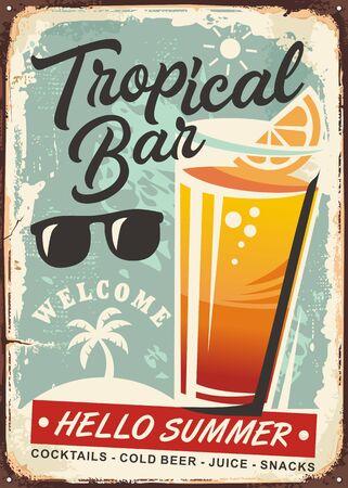 Verre de jus d'orange sur le vieux signe vintage. Publicité rétro de bar tropical sur fond de métal rouillé.