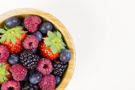 Frutas del bosque en un tazón