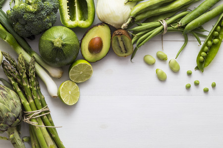 Selection of green fruit and vegetable ingredients Standard-Bild