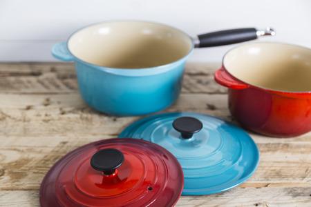 lids: Saucepans with open lids