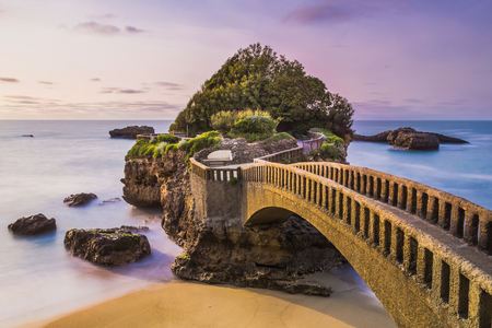 Bridge to the Rocher du Basta rock on the beach in Biarritz, France. Archivio Fotografico
