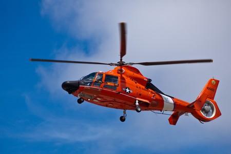 샌프란 카를로스, 캘리포니아 -6 월 19 일 : 헬리콥터 Eurocopter HH-65 돌고래 세로 도전 2010, 2010 년 6 월 19 일 산 카를로스 캘리포니아에서 힐러 항공 박물관