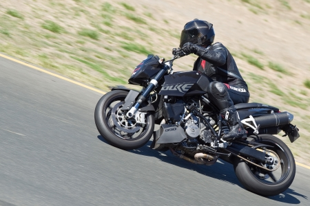 sonoma: SONOMA, CA - JULY 8: Sport bike rider racing on Z2 Track Days on July 8, 2011 at the Infineon International Raceway in Sonoma, CA.
