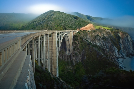 Bixby Creek Bridge, also known as Bixby Bridge, is a reinforced concrete open-spandrel arch bridge in Big Sur, California.  版權商用圖片
