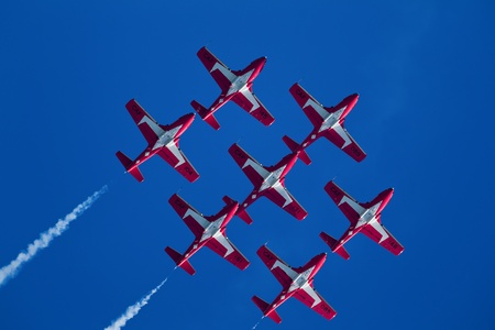 SAN FRANCISCO, CA - OCTOBER 8: The Snowbirds Demonstration Team (431 Squadron), demonstrate the skill, professionalism, and teamwork of Canadian Forces personnel during Fleet Week on October 8, 2011 in San Francisco, CA.  Редакционное