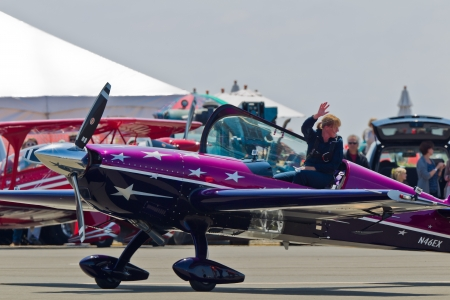 SANTA ROSA, CA - AUG 20: Vicky Benzing in her purple Extra 300S after demonstration of  high performance aerobatics during the Wings Over Wine Country Air Show, on August 20, 2011, Charles M. Schulz - Sonoma County Airport, Santa Rosa, CA. 에디토리얼