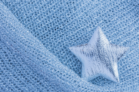 Shiny silver star on gray texture cloth Imagens - 117839038