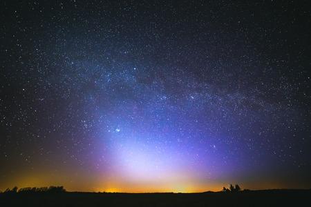 dierenriemlicht en de Melkweg op een mooie nacht Stockfoto