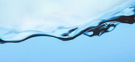 Éclaboussure d'eau, eau bleue claire avec des vagues Banque d'images