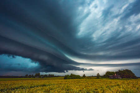 Supercell storm clouds with intense rain, Lithuania Archivio Fotografico