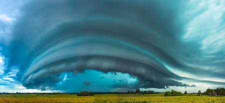 Supercell storm clouds with intense rain, Lithuania Banco de Imagens
