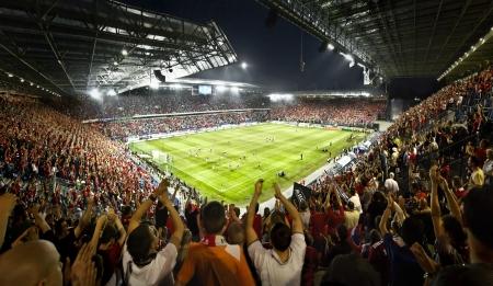 campeonato de futbol: Estadio lleno Editorial