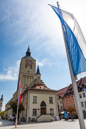 Deggendorf, Germany - 07/16/2018: Altes Rathaus on Oberer platz in Deggendorf, Bavaria, Germany Standard-Bild - 117822311