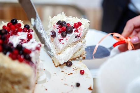 cuting a wedding cake