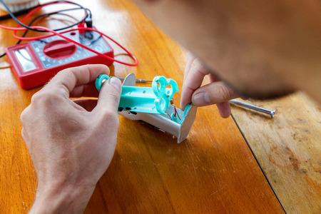 Maintenance of electronic mech mod vaping device.Fix modern vaporizer e-cig gadget to vape e-liquid.Vaper device repair service.