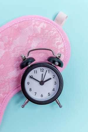 Sleeping eye mask, alarm clock isolated on blue pastel colourful trendy background. Do not disturb me, let me sleep. Rest, good night, siesta, insomnia, relaxation, tired, travel concept Stock fotó - 116515387