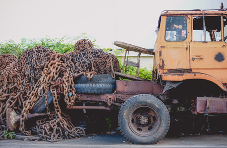 discard: Old chain on truck