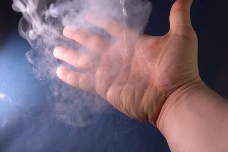 Physical experiments with liquid nitrogen and liquefied air.