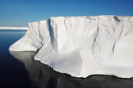 Ice arrays of antarctica. Icebergs in Antarctic waters. 版權商用圖片