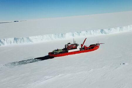 ein Ice Enpalled Naldo, ein eisbrechendes Schiff. Standard-Bild