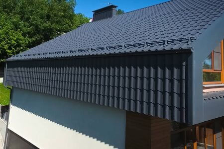 House with a gray metal roof. Modern roof made of metal. Corrugated metal roof and metal roofing. Imagens