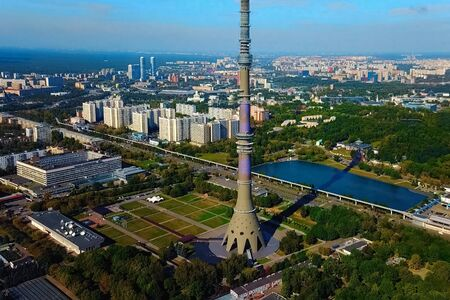 Ostankino television tower. A bird's-eye view of the TV tower and its surroundings. 免版税图像