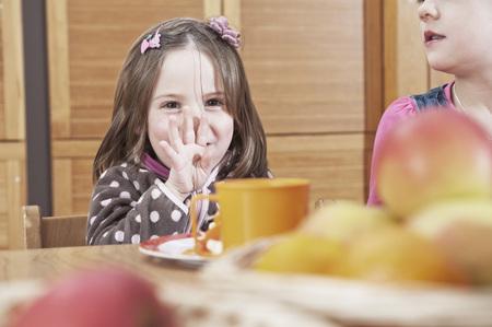 niños desayunando: Children Having Breakfast in Nursery, Kottgeisering, Bavaria, Germany, Europe