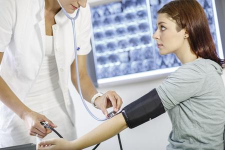 Blood Pressure Testing LANG_EVOIMAGES