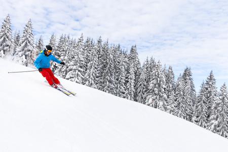 conquering adversity: Ski holiday, Woman skiing downhill, Sudelfeld, Bavaria, Germany LANG_EVOIMAGES