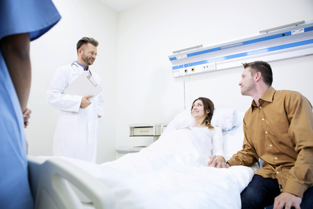 bedside: Doctor with patient in sick room of hospital