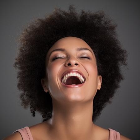 riendo: Retrato de una bella mujer africana re�rse.