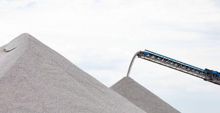 Industry International Domestic Shipping Telescopic Conveyor Belt Moving Rock Materials