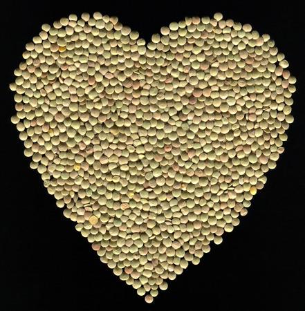lentejas: Lentejas en forma de coraz�n Foto de archivo