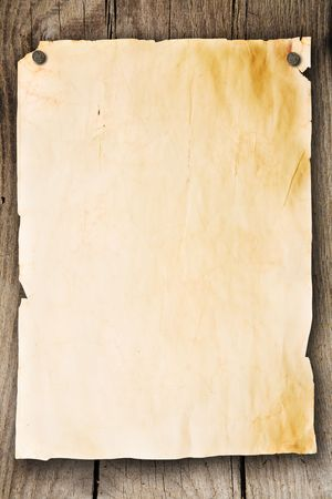 distressed wood: Blank sheet of paper attached to a wooden wall