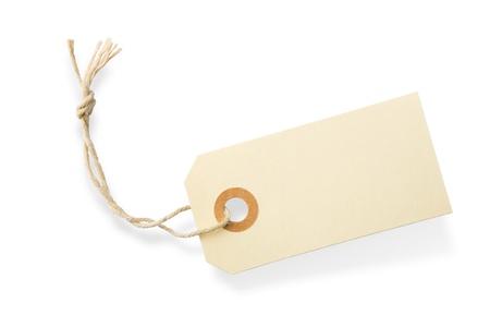 Etiqueta de papel en blanco con la cadena de algodón aislado en fondo blanco con sombra Foto de archivo