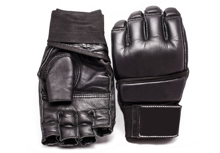 Handschoenen voor MMA Chorny leer op een witte achtergrond