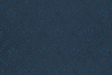 진한 파란색 직물에 꽃의 고급스러운 원활한 패턴