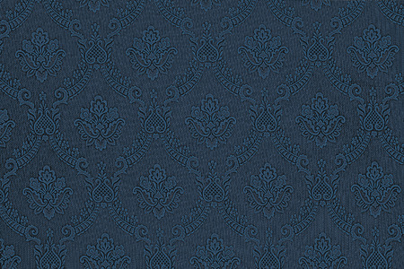 a luxurious seamless pattern of flowers on a dark blue fabric 免版税图像