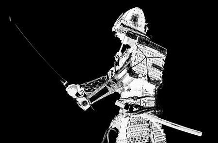 Samurai in oude pantser, met een zwaard klaar om close-up aan te vallen