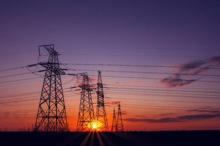 high-voltage  power lines at sunset. electricity distribution station. high voltage electric transmission tower. Foto de archivo - 148850927
