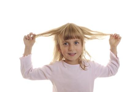 Unsinn: kleines M�dchen spielt mit seinen Haaren