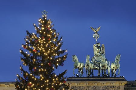 brandenburg: Christmas tree in front of the Brandenburg Gate at night