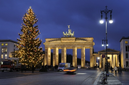 Christmas tree in front of the Brandenburg Gate at night