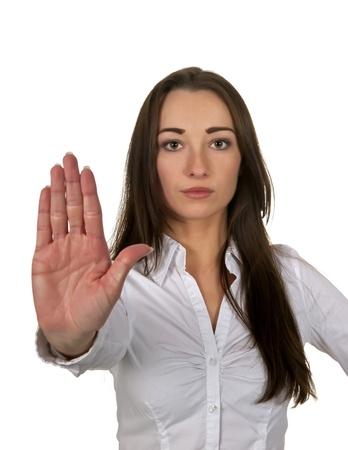 defensa personal: mujer de negocios muestra parar con una mano