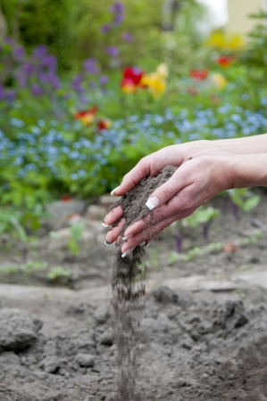 turf pile: two hands with trickling soil