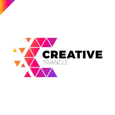 Lettre C Modèle de conception de logo créatif de triangle créatif
