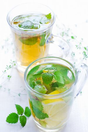 Green tea with mint and a lemon 版權商用圖片