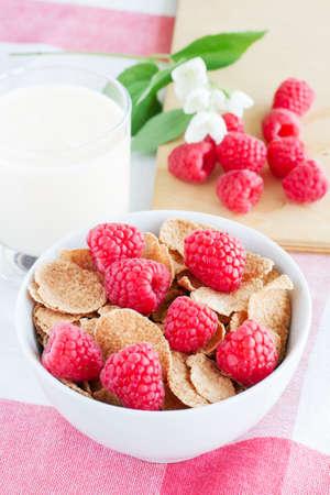 cornflakes with raspberries and yogurt Archivio Fotografico